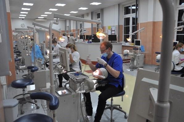 Zawody symulacja stomatologiczna 1